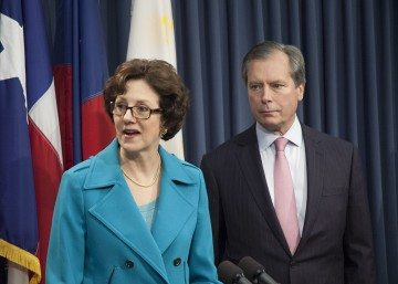 Texas Comptroller Susan Combs and Lt. Governor David Dewhurst at a Feb. 7 press conference.