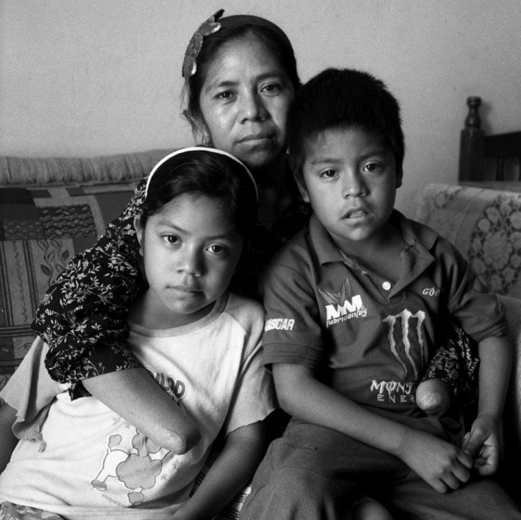 Rosa Moreno with her children.