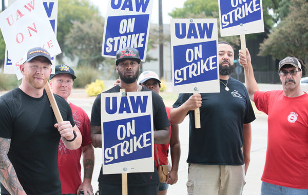 UAW workers strike against GM in Dallas, September 2019